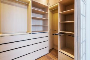 Senso Design Custom Walk-In Closet