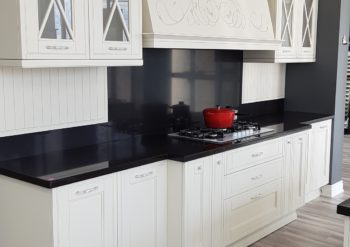 White double shaker kitchen cabinets in Richmond Hill